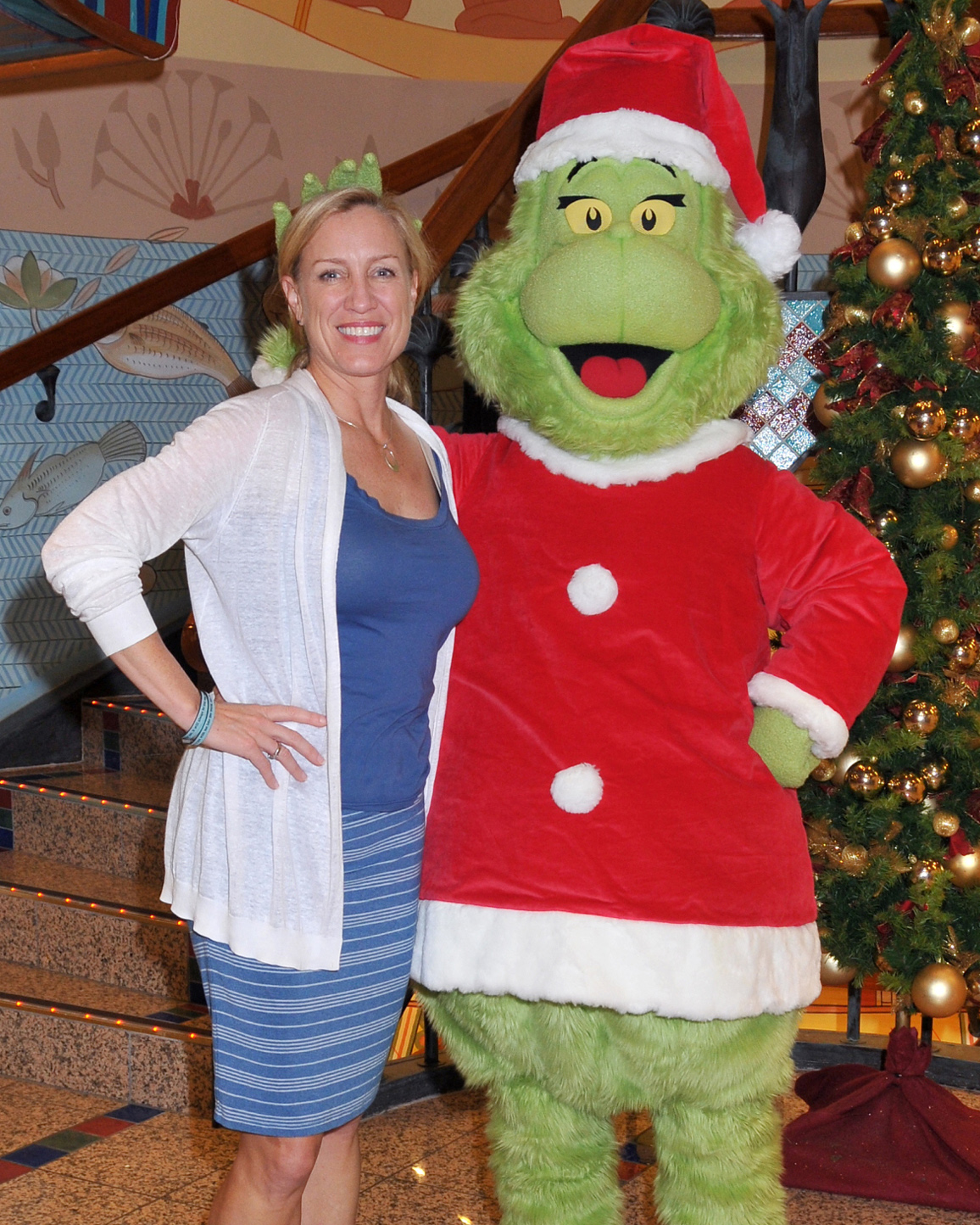 Jennifer Vandekreeke and the Grinch on Carnival Spirit