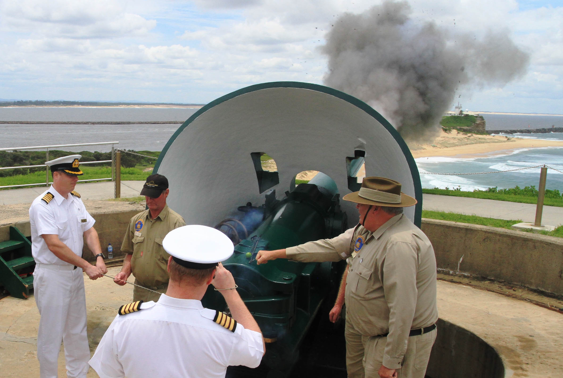 Pacific Aria Captain Colm Ryan fires Fort Scratchley canon